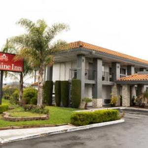Hotels near Silver Creek High School San Jose - Fontaine Inn