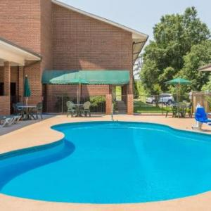 Days Inn & Suites - Lexington