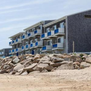 Hotels near Paddy's on Misquamicut Beach - Pleasant View Inn