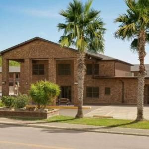 Hotels near Live Oak Civic Center - Super 8 By Wyndham Universal City