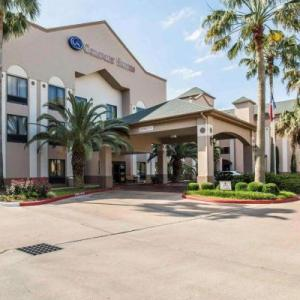Hotels near Smart Financial Centre at Sugar Land - Comfort Suites Stafford