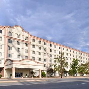 Arthur Ashe Athletic Center Hotels - Quality Inn and Suites Hotel Richmond