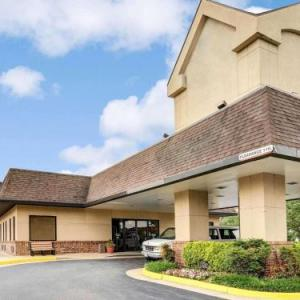 Wolf Trap Filene Center Hotels - Quality Inn Tysons Corner