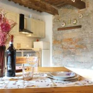 Book Now Appartamento Le Lucciole (Vorno, Italy). Rooms Available for all budgets. Appartamento Le Lucciole is Located in Vorno just 6 km outside Lucca. It features a patio and a garden as well as free WiFi throughout.There is a seating area and a kitchenett
