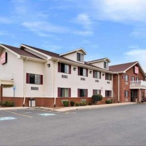 Calsonic Arena Hotels - Econo Lodge Inn & Suites Shelbyville