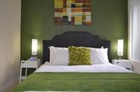Peridot Hollywood Hills Apartments Image