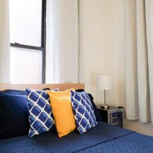Book Now Apartment near Times Square (New York City, United States). Rooms Available for all budgets. Set in New York this air-conditioned apartment is 300 metres from Broadway Theatre. The unit is 600 metres from Carnegie Hall. Free WiFi is offered within the apartment and th