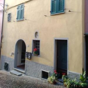 Book Now Nel Borgo Apartment (Bolano, Italy). Rooms Available for all budgets. Located 46 km from Viareggio Nel Borgo Apartment offers pet-friendly accommodation in Bolano. Guests benefit from terrace. Free WiFi is provided .There is a seating area and a