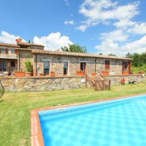 Book Now Locazione Turistica Val d'Orcia (Radicofani, Italy). Rooms Available for all budgets. This five bedrooms house is about 300 m2 on 2 levels spacious and  rustic furnished.Is in the country house surrounded by fields and vineyards  below Radicofani in a