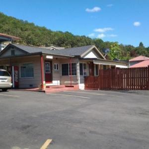 Hotels near Douglas County Fairgrounds Roseburg - Roseburg Inn