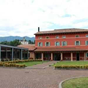 Book Now Malga Rossa (Mussolente, Italy). Rooms Available for all budgets. Set in a quiet area overlooking hills hotel Malga Rossa is located in Mussolente. It offers free Wi-Fi throughout a garden and terrace.The air-conditioned rooms features a par