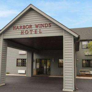 Hotels near Weill Center for the Performing Arts - Harbor Winds Hotel Sheboygan