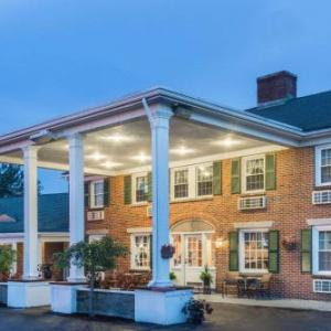 Hotels near Dunkin' Donuts Center - Knights Inn Seekonk