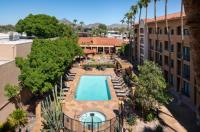 Courtyard By Marriott Phoenix Camelback Image