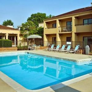 Hotels near University of Richmond - Courtyard By Marriott Richmond West