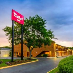 Hotels near Mason Dixon Fairgrounds - Red Roof Inn Edgewood