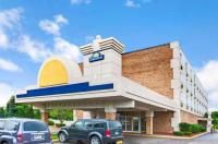 Days Inn Of Livonia Image