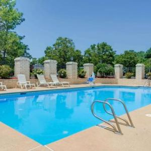 Hotels near Ferguson Center for the Arts - Days Inn Newport News/Oyster Point At City Center