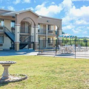 Hotels near Strahan Coliseum - Days Inn By Wyndham San Marcos