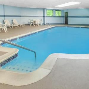 Hotels near LUNA Royal Oak - Days Inn And Suites Madison Heights Mi