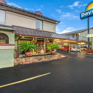 Bass Concert Hall Hotels - Days Inn by Wyndham Austin/University/Downtown