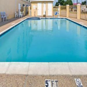 Granville Arts Center Hotels - Days Inn Dallas Garland West