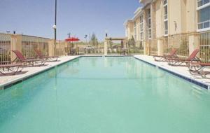 La Quinta Inn & Suites Dallas I-35 Walnut Hill