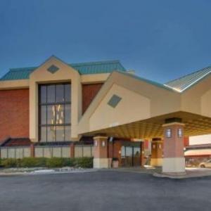 Hotels near Rickman Auditorium - Pear Tree Inn St. Louis -Arnold