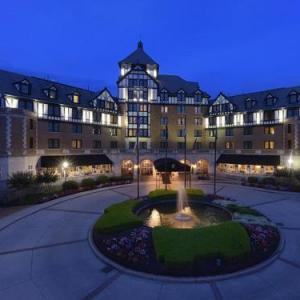 Hotels near Berglund Center - Hotel Roanoke - Conference Center Curio Collection by Hilton