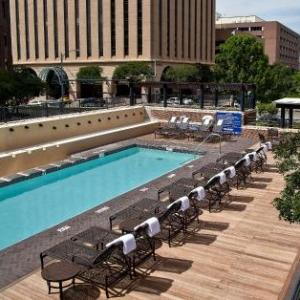 Gregory Gym Hotels - DoubleTree Suites By Hilton Hotel Austin
