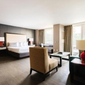 Hotels near Nick's Riverside Grille Washington - Avenue Suites-A Modus Hotel