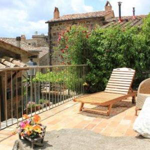 Book Now Casa Holiday Del Giardino (Radicofani, Italy). Rooms Available for all budgets. Boasting a private garden and parking space Casa Holiday Del Giardino is in Radicofani. It has free WiFi outdoor dining and seating areas and on-site bike storage. The house i