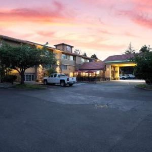 Best Western Plus Parkway Inn