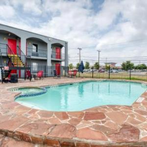 Lackland Air Force Base Hotels - OYO Hotel San Antonio Lackland Air Force Base West