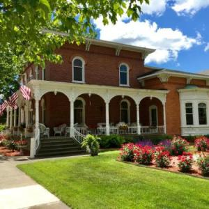 Hotels near Holland Civic Center - Baert Baron Mansion Bed & Breakfast