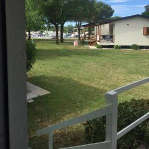 Book Now Bungalow Marina di Cortellazzo (Cortellazzo, Italy). Rooms Available for all budgets. Offering a garden and seasonal outdoor pool Bungalow Marina di Cortellazzo is located in Cortellazzo 32 km from Venice. Lido di Jesolo is 7 km from the property. Free private