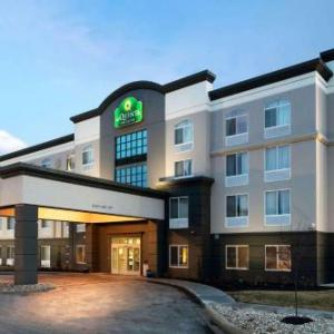 La Quinta Inn & Suites By Wyndham Omaha Airport /Downtown