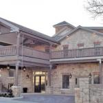 Hotels near Hamilton Golf and Country Club - The Barracks Inn