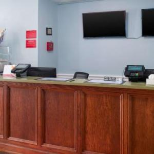 Ghostly Manor Thrill Center Hotels - Econo Lodge Inn & Suites Sandusky South