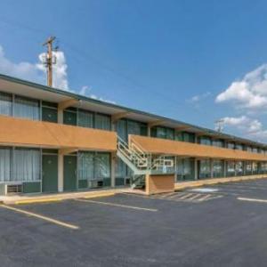 Hotels near Golf Club of Tennessee - Rodeway Inn