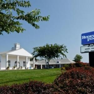 W.T. Woodson High School Hotels - Rodeway Inn Fairfax