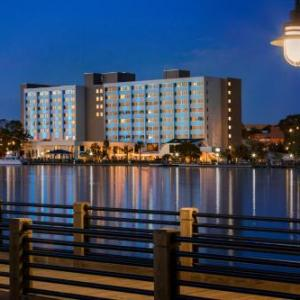 Hotels near Greenfield Lake Amphitheater - Hilton Wilmington Riverside