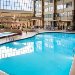 Hotels near Quaker Steak and Lube Sheffield Village - DoubleTree by Hilton Cleveland - Westlake