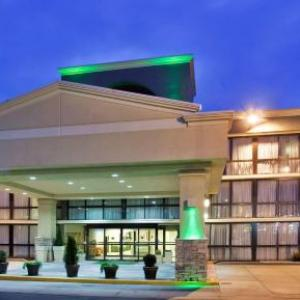 Hotels near Ameristar Casino Kansas City - SureStay Plus Hotel by Best Western Kansas City Northeast