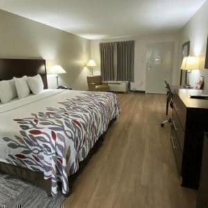 R.L. Turner High School Hotels - Red Roof Inn & Suites Addison