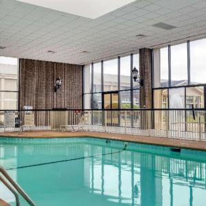 The Drunk Horse Pub Fayetteville Hotels - Holiday Inn Fayetteville I 95