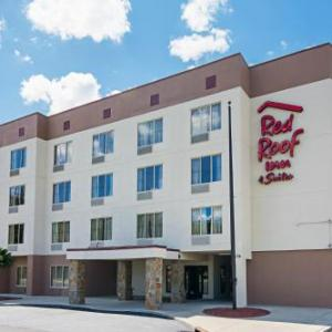 Crown Complex Hotels - Red Roof Inn & Suites Fayetteville-Fort Bragg