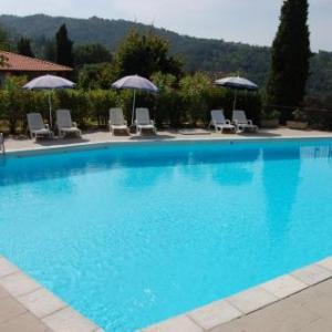Book Now Residence Casa Lama (Castelfranco di Sopra, Italy). Rooms Available for all budgets. Featuring a sun terrace with BBQ facilities and a seasonal outdoor pool Residence Casa Lama has a bar. Offering free Wi-Fi and free private parking the property is located 3 k