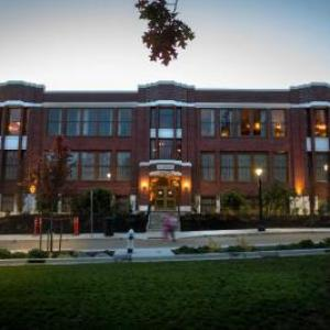 Hotels near Northshore Performing Arts Center - McMenamins Anderson School