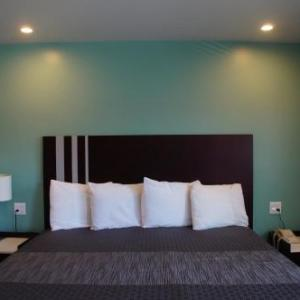Hotels near Rainbow Lagoon Park - Beach Inn Motel